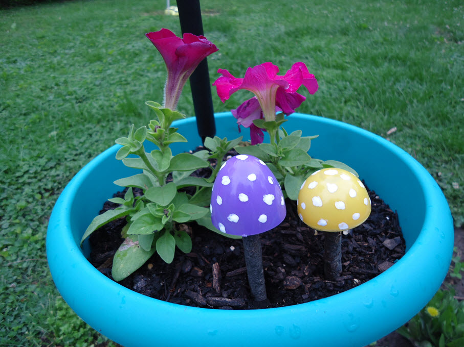 Plastic Easter Egg Muschrooms