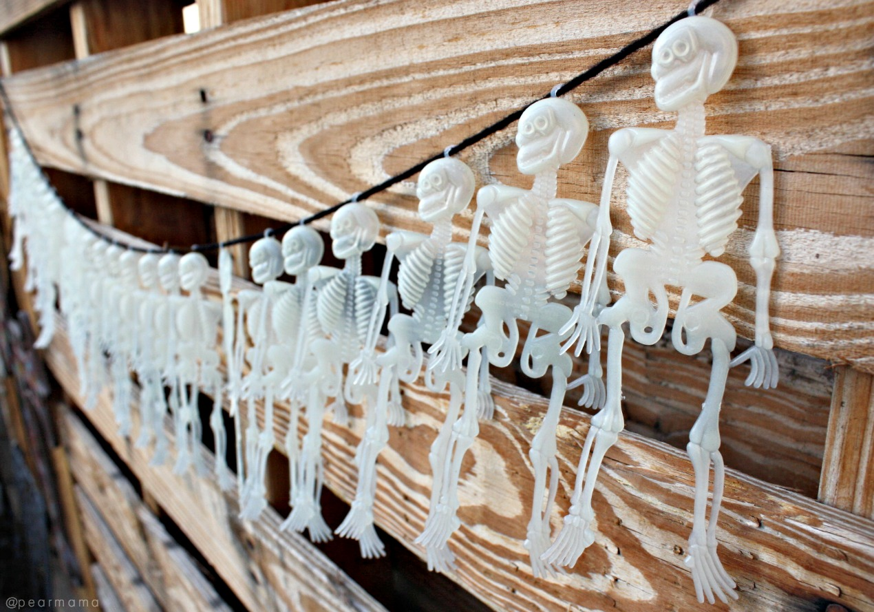 Skeleton garland