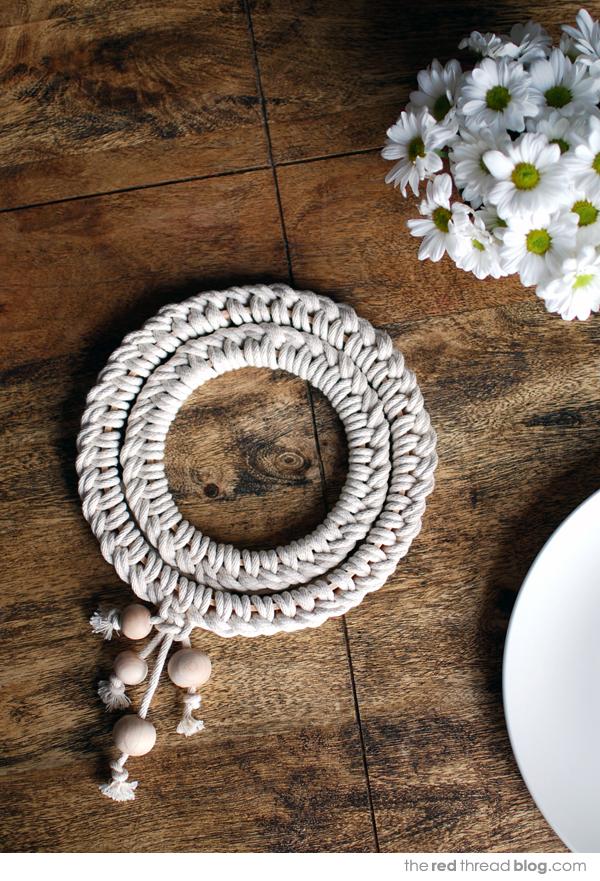 Scandinavian style knotted trivet